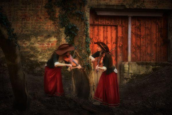 Geigenspielerinnen im Wettstreit